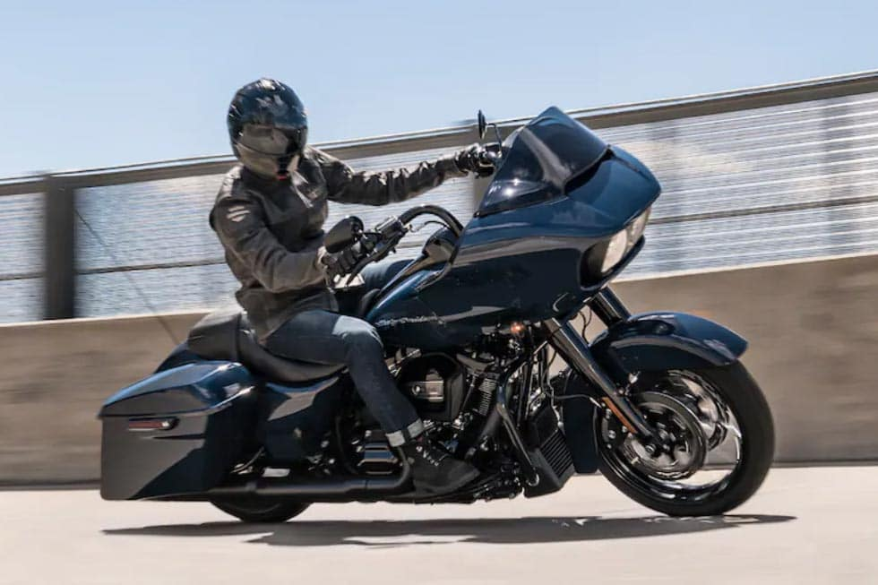 https://di-uploads-development.dealerinspire.com/avalancheharleydavidson/uploads/2018/08/19-touring-road-glide-special-gallery-1.jpg