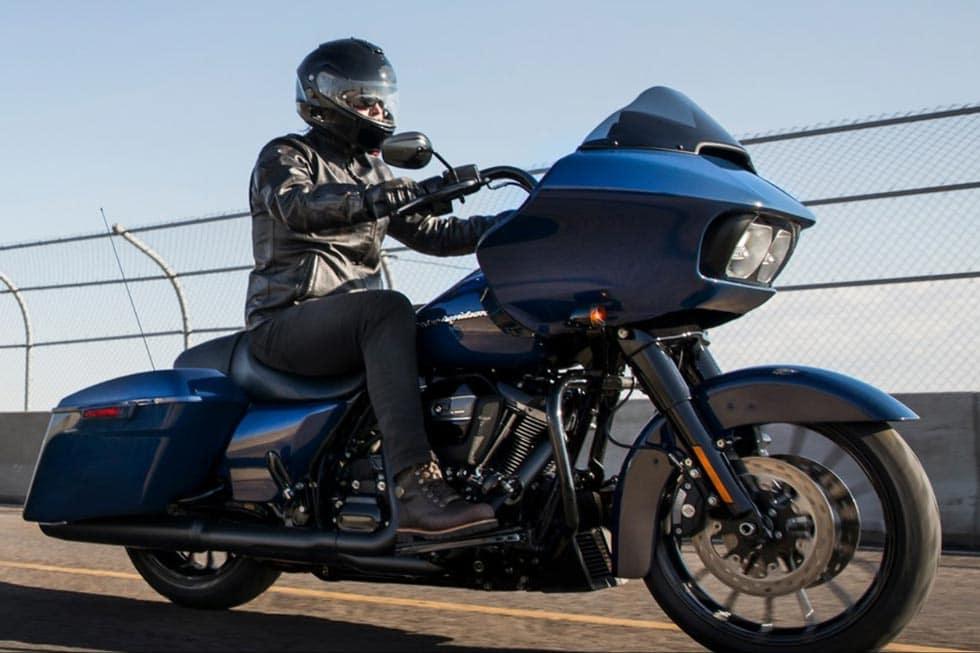 https://di-uploads-development.dealerinspire.com/avalancheharleydavidson/uploads/2018/08/19-touring-road-glide-special-gallery-3.jpg