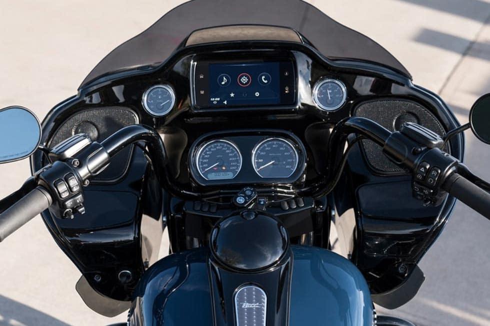 https://di-uploads-development.dealerinspire.com/avalancheharleydavidson/uploads/2018/08/19-touring-road-glide-special-gallery-6.jpg
