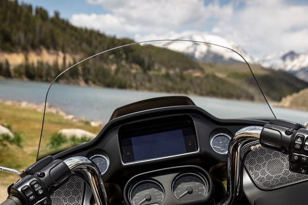 https://di-uploads-development.dealerinspire.com/avalancheharleydavidson/uploads/2018/08/19-touring-road-glide-ultra-custom-windscreen-k2.jpg