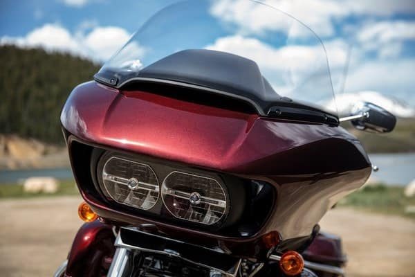 https://di-uploads-development.dealerinspire.com/avalancheharleydavidson/uploads/2018/08/19-touring-road-glide-ultra-dual-daymaker-reflector-led-hlamps-k3.jpg