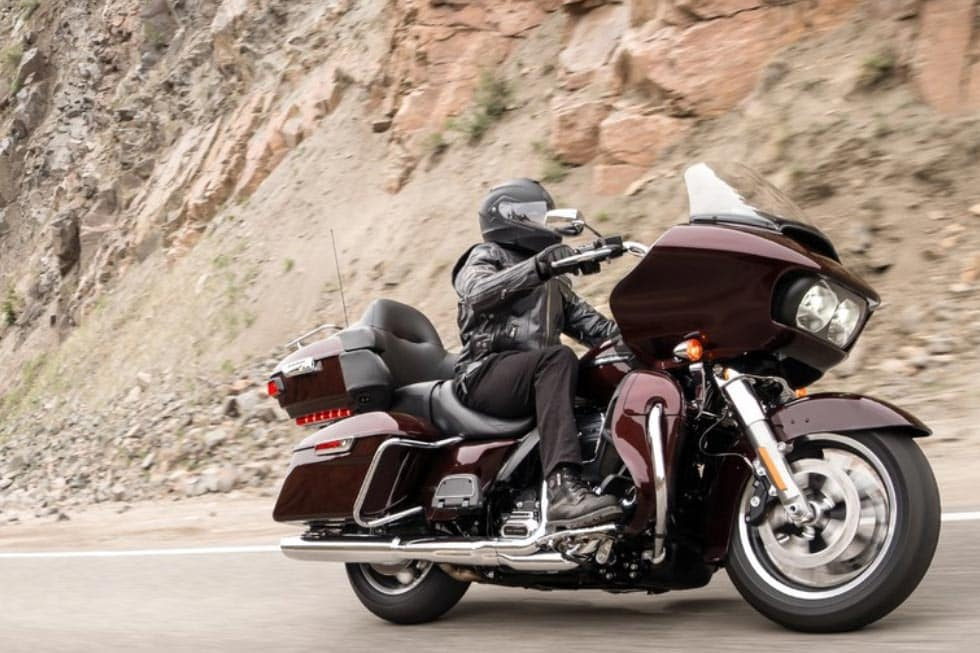 https://di-uploads-development.dealerinspire.com/avalancheharleydavidson/uploads/2018/08/19-touring-road-glide-ultra-gallery-1.jpg
