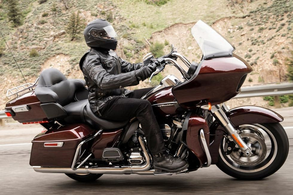 https://di-uploads-development.dealerinspire.com/avalancheharleydavidson/uploads/2018/08/19-touring-road-glide-ultra-gallery-2.jpg