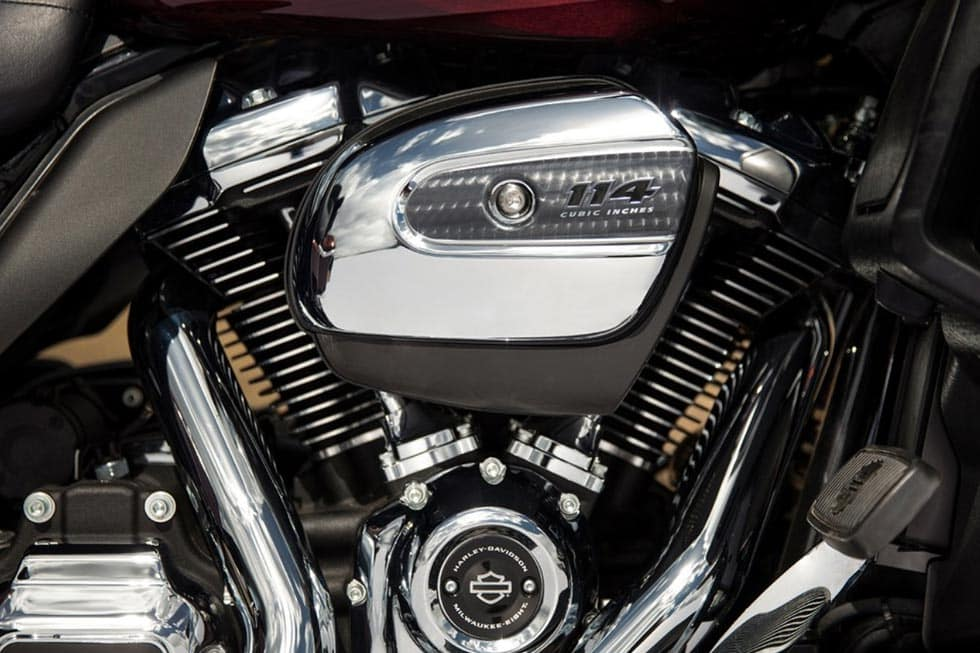 https://di-uploads-development.dealerinspire.com/avalancheharleydavidson/uploads/2018/08/19-touring-road-glide-ultra-gallery-5.jpg
