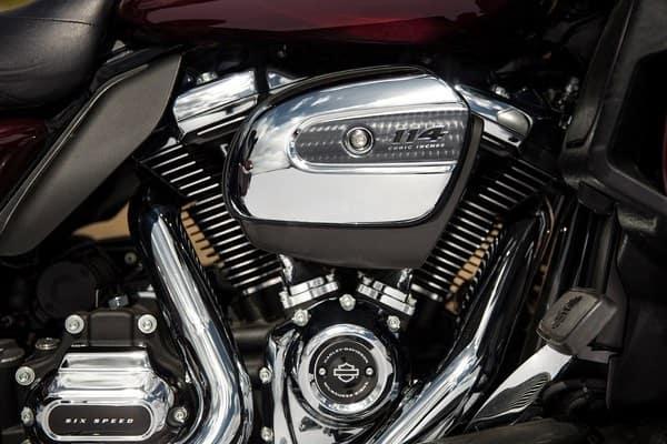 https://di-uploads-development.dealerinspire.com/avalancheharleydavidson/uploads/2018/08/19-touring-road-glide-ultra-milwaukee-eight-114-engine-k4.jpg