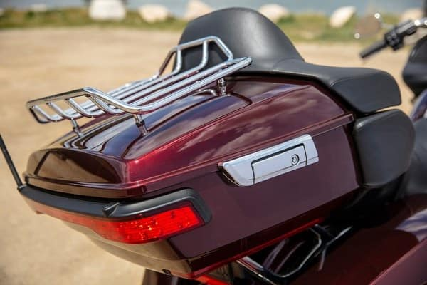 https://di-uploads-development.dealerinspire.com/avalancheharleydavidson/uploads/2018/08/19-touring-road-glide-ultra-premium-tour-pak-luggage-carrier-k8.jpg
