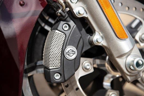 https://di-uploads-development.dealerinspire.com/avalancheharleydavidson/uploads/2018/08/19-touring-road-glide-ultra-reflex-brembo-brakes-abs-k6.jpg