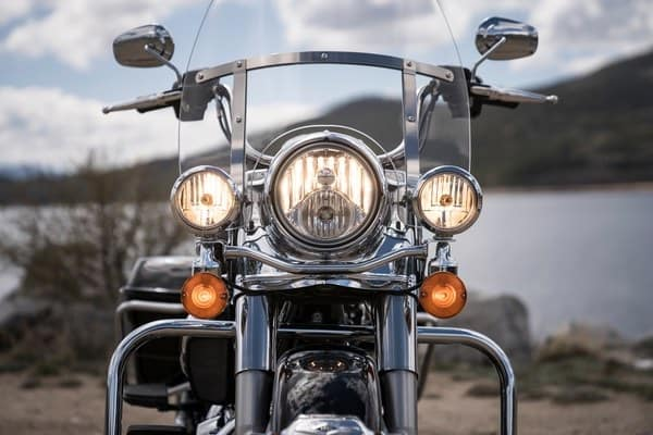 https://di-uploads-development.dealerinspire.com/avalancheharleydavidson/uploads/2018/08/19-touring-road-king-hiawatha-headlamp-and-nacelle-k1-1.jpg