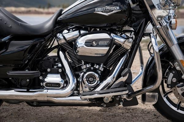 https://di-uploads-development.dealerinspire.com/avalancheharleydavidson/uploads/2018/08/19-touring-road-king-milwaukee-eight-v-twin-engine-k2.jpg