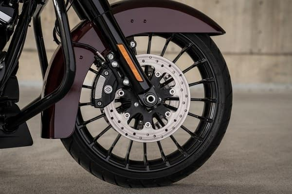 https://di-uploads-development.dealerinspire.com/avalancheharleydavidson/uploads/2018/08/19-touring-road-king-special-custom-black-turbine-wheels-k5.jpg