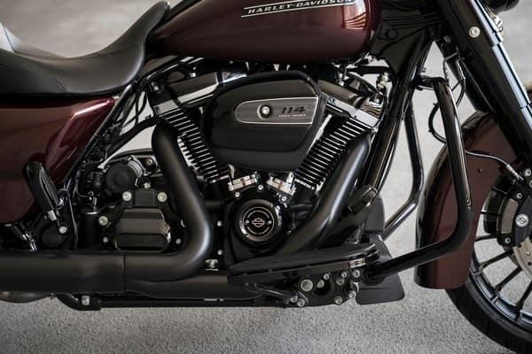https://di-uploads-development.dealerinspire.com/avalancheharleydavidson/uploads/2018/08/19-touring-road-king-special-milwaukee-eight-114-engine-k2.jpg