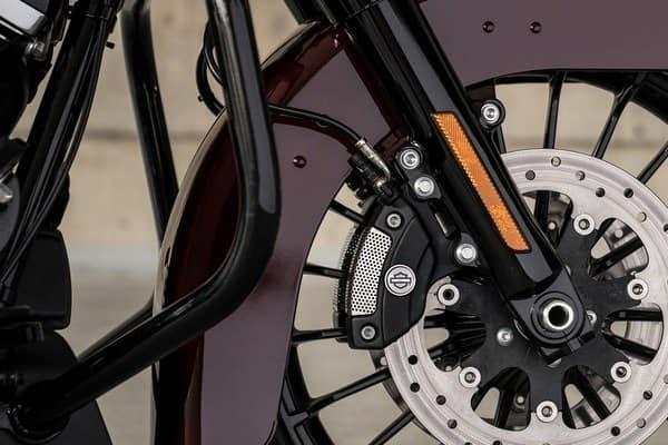 https://di-uploads-development.dealerinspire.com/avalancheharleydavidson/uploads/2018/08/19-touring-road-king-special-reflex-brembo-brakes-abs-k8.jpg
