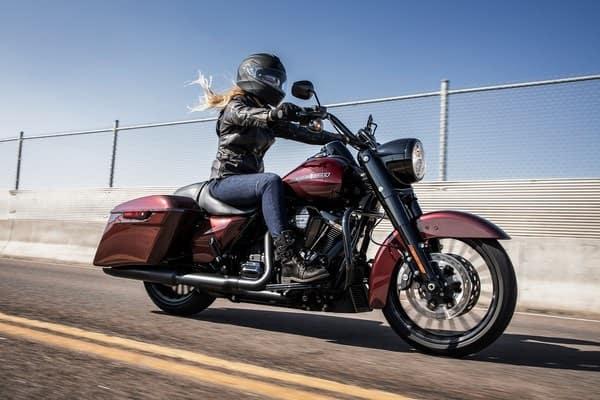 https://di-uploads-development.dealerinspire.com/avalancheharleydavidson/uploads/2018/08/19-touring-road-king-special-responsive-suspension-k7.jpg