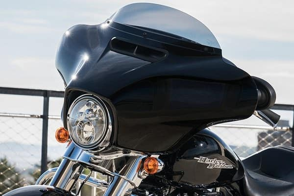 https://di-uploads-development.dealerinspire.com/avalancheharleydavidson/uploads/2018/08/19-touring-street-glide-batwing-fairing-k2.jpg