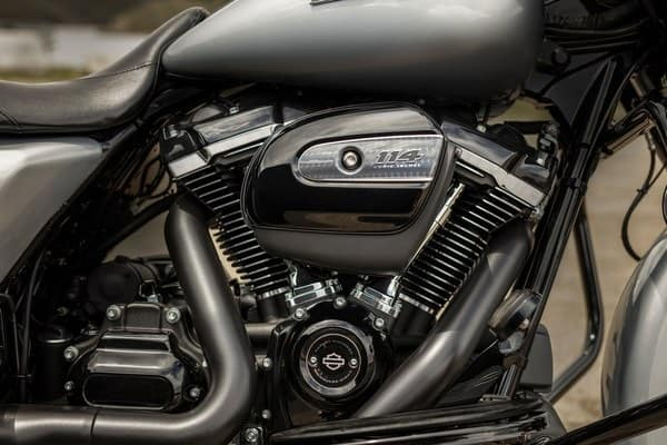https://di-uploads-development.dealerinspire.com/avalancheharleydavidson/uploads/2018/08/19-touring-street-glide-special-milwaukee-eight-114-engine-k1.jpg