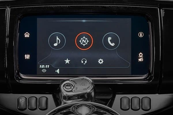 https://di-uploads-development.dealerinspire.com/avalancheharleydavidson/uploads/2018/08/19-touring-ultra-limited-boom-box-gts-infotainment-system-k4.jpg