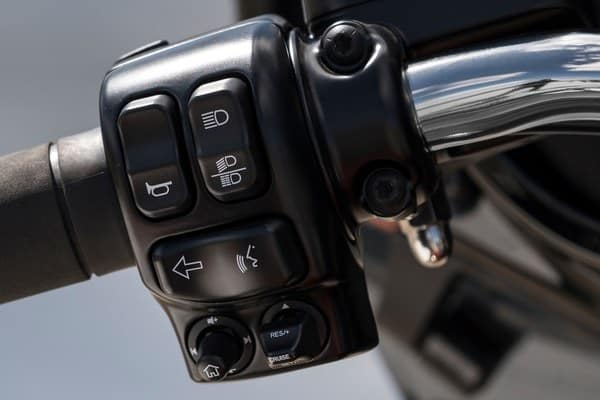 https://di-uploads-development.dealerinspire.com/avalancheharleydavidson/uploads/2018/08/19-touring-ultra-limited-electronic-cruise-control-k5.jpg