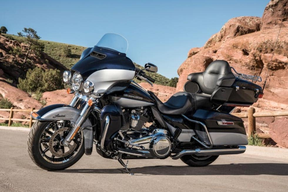 https://di-uploads-development.dealerinspire.com/avalancheharleydavidson/uploads/2018/08/19-touring-ultra-limited-low-gallery-2.jpg