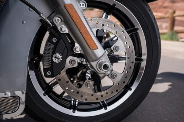 https://di-uploads-development.dealerinspire.com/avalancheharleydavidson/uploads/2018/08/19-touring-ultra-limited-low-reflex-brembo-brakes-abs-k7.jpg