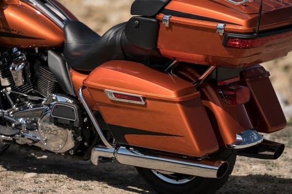 https://di-uploads-development.dealerinspire.com/avalancheharleydavidson/uploads/2018/08/19-touring-ultra-limited-one-touch-opening-saddlebags-k9.jpg