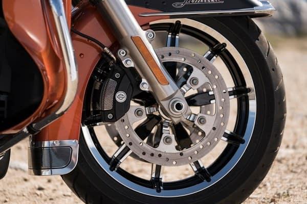 https://di-uploads-development.dealerinspire.com/avalancheharleydavidson/uploads/2018/08/19-touring-ultra-limited-reflex-brembo-brakes-abs-k6.jpg