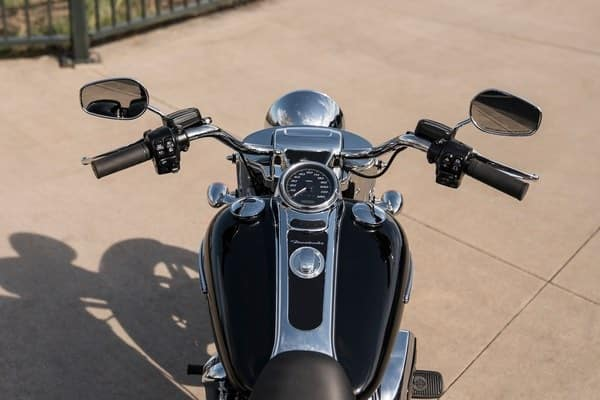 https://di-uploads-development.dealerinspire.com/avalancheharleydavidson/uploads/2018/08/19-trike-freewheeler-12-mini-ape-hanger-bars-k4.jpg