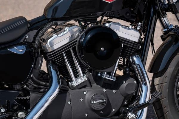 https://di-uploads-development.dealerinspire.com/avalancheharleydavidson/uploads/2018/08/forty-eight-1200-cc-air-cooled-evolution-engine-k1.jpg
