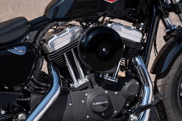 https://di-uploads-development.dealerinspire.com/avalancheharleydavidson/uploads/2018/08/forty-eight-1200-cc-air-cooled-evolution-engine-k1.jpg