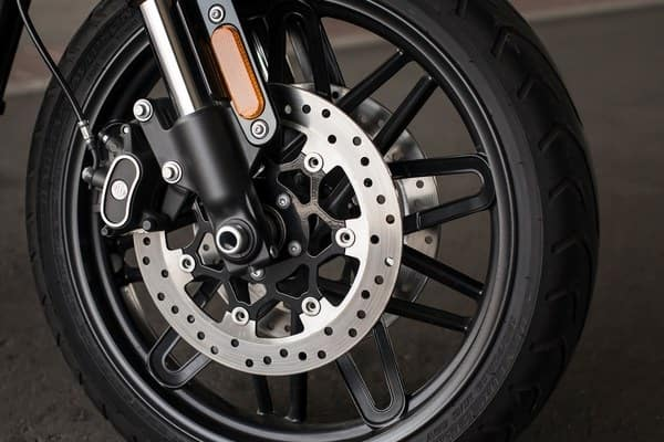 https://di-uploads-development.dealerinspire.com/avalancheharleydavidson/uploads/2018/08/roadster-dual-disc-front-brakes-with-floating-rotors-k5.jpg