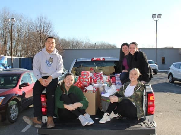 Community Image - Hundreds of Gifts Collected for Families at the Kensington School