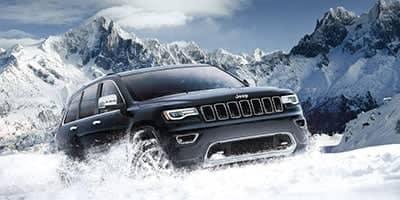 jeep-grand-cherokee-driving-through-snow