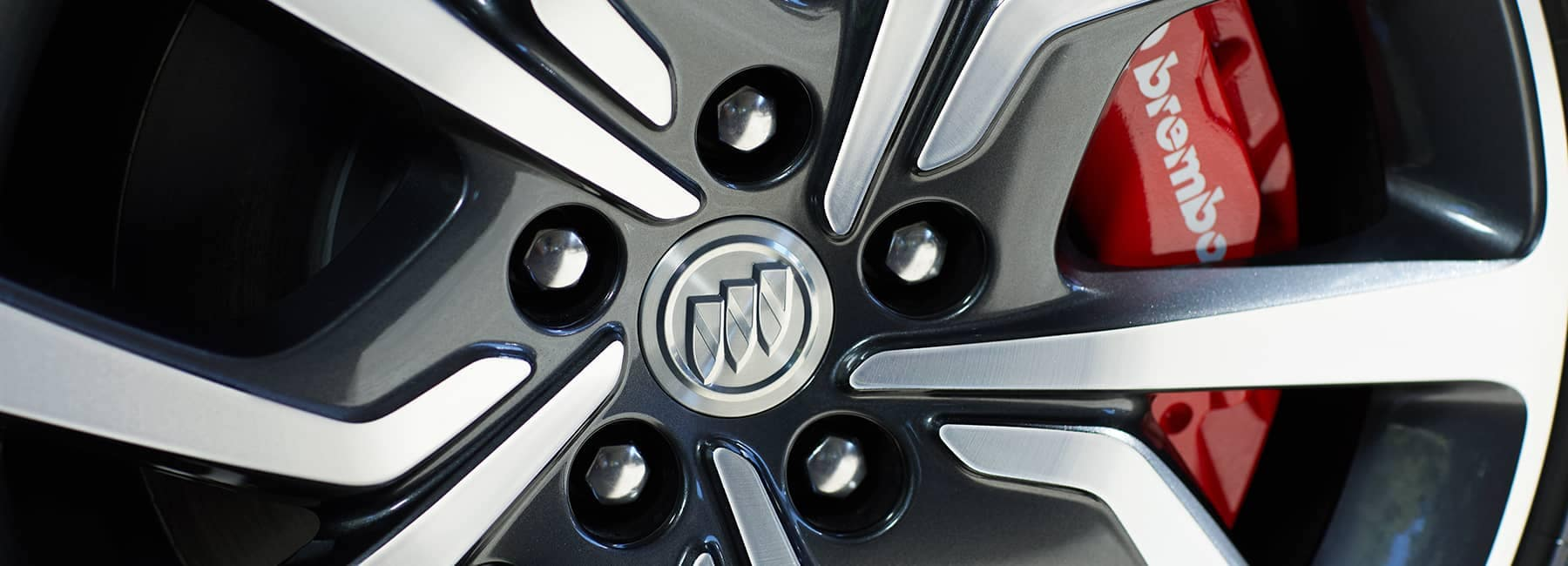 2020 Buick Regal Sportback Tire Rim Closeup