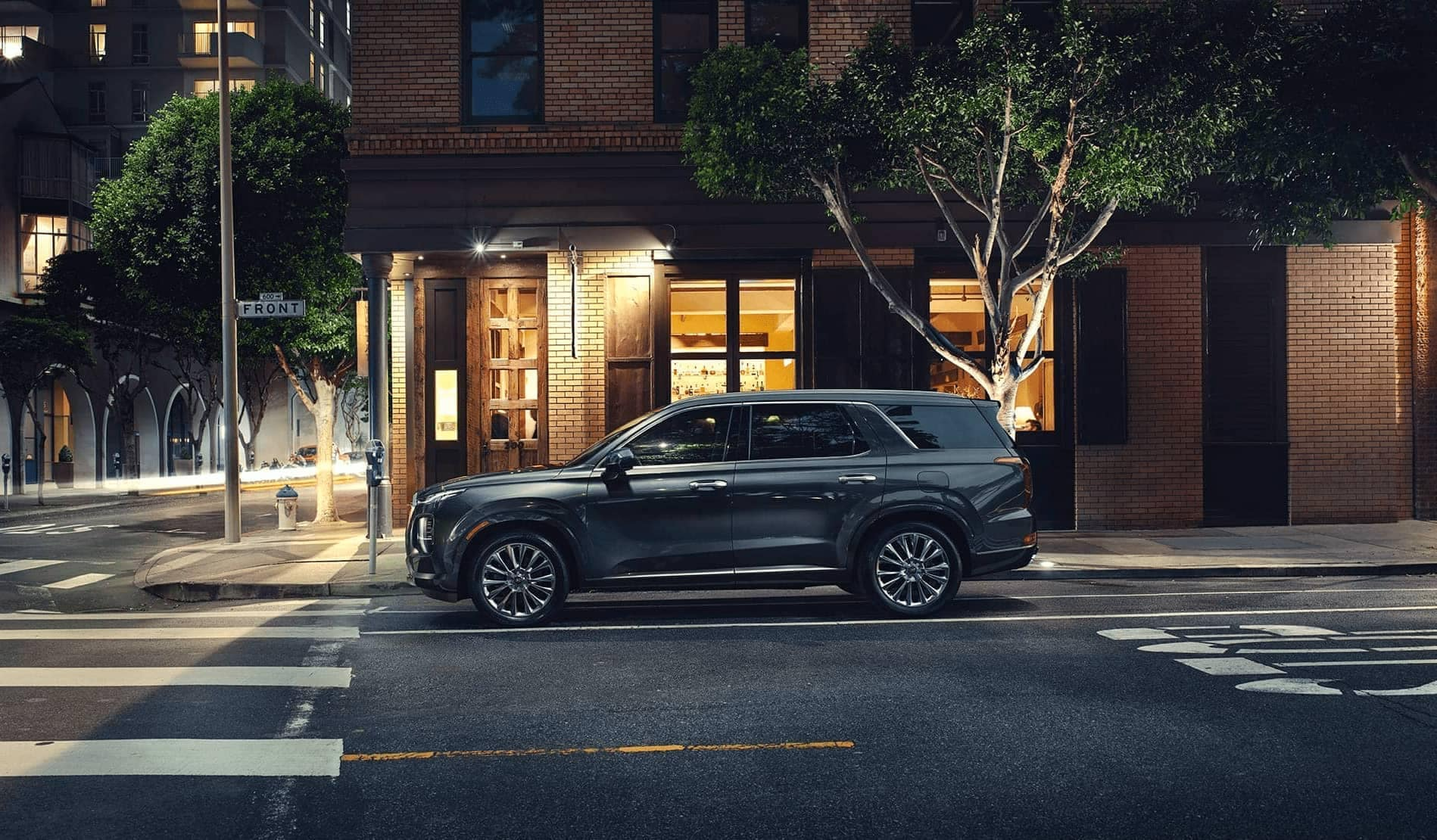 Hyundai Palisade at street light