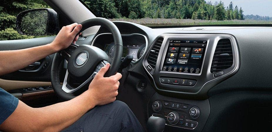 2019-Jeep-Cherokee-Interior2