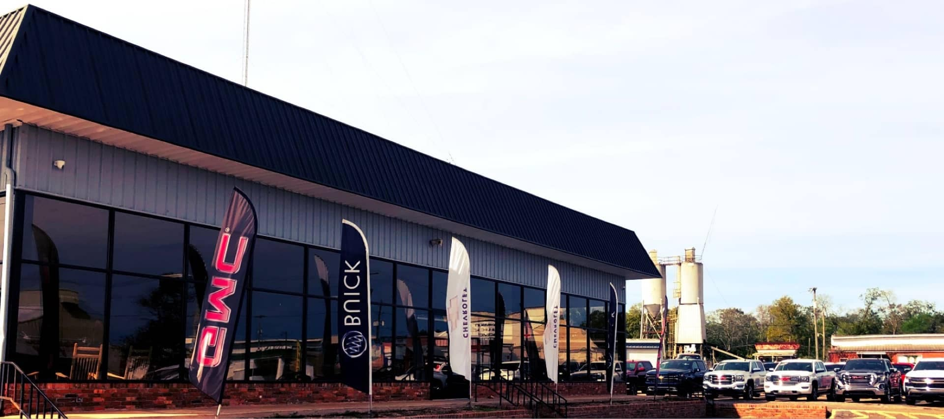 An exterior shot of Blakely Chevrolet dealership during the day.