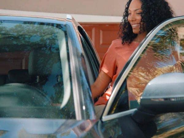 customer-getting-back-in-car