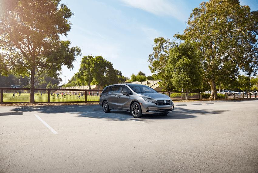 2021 Honda Odyssey Elite Parked