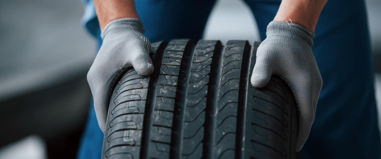 Mechanic Rolling Tire