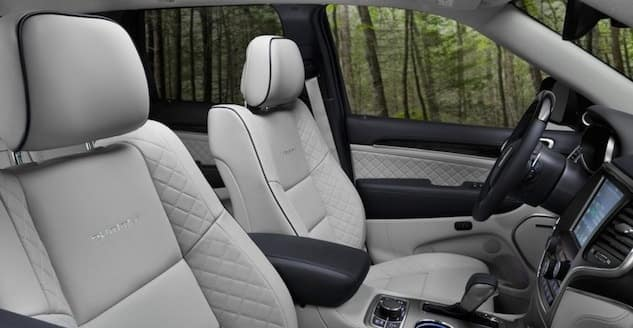 2017 Jeep Grand Cherokee interior features available near Memphis