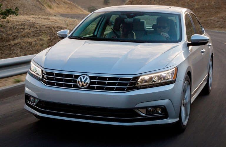 2017-Volkswagen-Passat-Fb_o