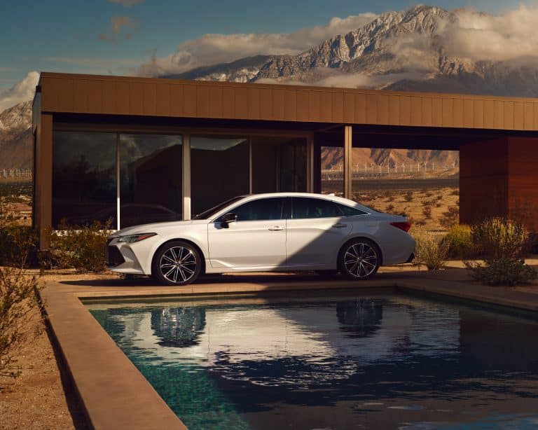 toyota-2019-avalon-exterior-xse-wind-chill-profile-l-768x614