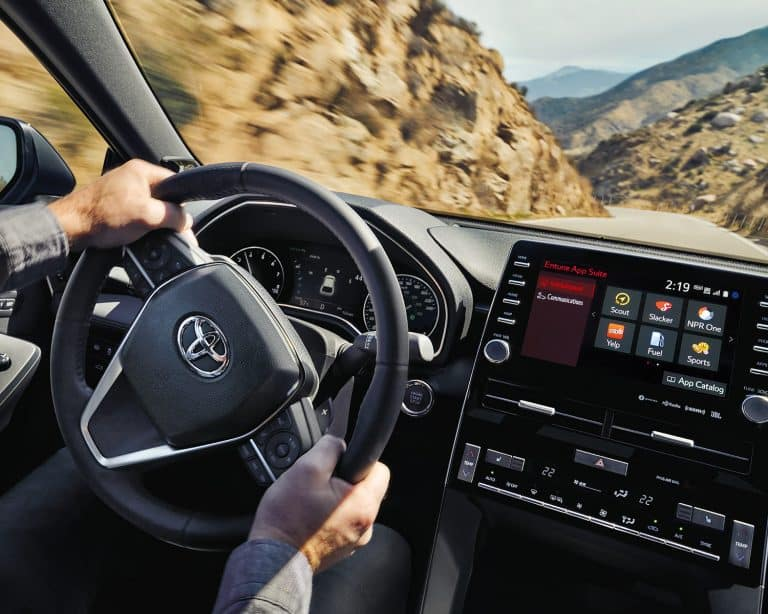 toyota-2019-avalon-interior-ultrasuede-synthetic-leather-l1-768x614