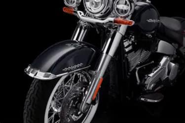 https://di-uploads-development.dealerinspire.com/dibrandhubharleydavidson/uploads/2019/08/SoftailDeluxe07.jpg
