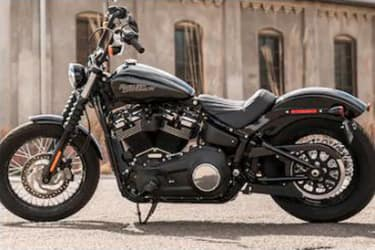 https://di-uploads-development.dealerinspire.com/dibrandhubharleydavidson/uploads/2019/08/SoftailStreetBob02.jpg