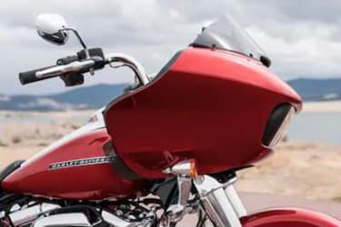 https://di-uploads-development.dealerinspire.com/dibrandhubharleydavidson/uploads/2019/08/TouringRoadGlide06.jpg