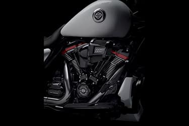 https://di-uploads-development.dealerinspire.com/dibrandhubharleydavidson/uploads/2021/01/2021-CVOStreetGlide-Features-01.jpg