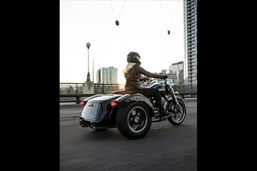 https://di-uploads-development.dealerinspire.com/dibrandhubharleydavidson/uploads/2021/01/2021-Freewheeler-Features-03.jpg