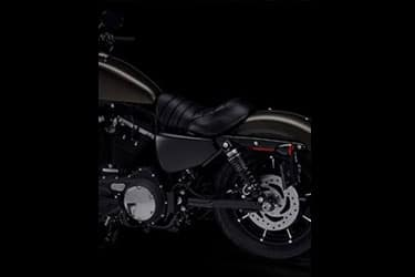 https://di-uploads-development.dealerinspire.com/dibrandhubharleydavidson/uploads/2021/01/2021-Iron883-Features-04.jpg