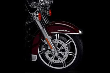 https://di-uploads-development.dealerinspire.com/dibrandhubharleydavidson/uploads/2021/01/2021-RoadKing-Features-04.jpg