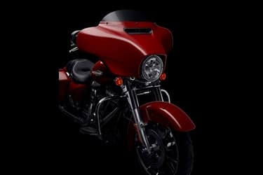https://di-uploads-development.dealerinspire.com/dibrandhubharleydavidson/uploads/2021/01/2021-StreetGlide-Features-04.jpg